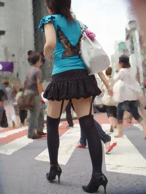 一級品の太もも美女の街撮りエロ画像14