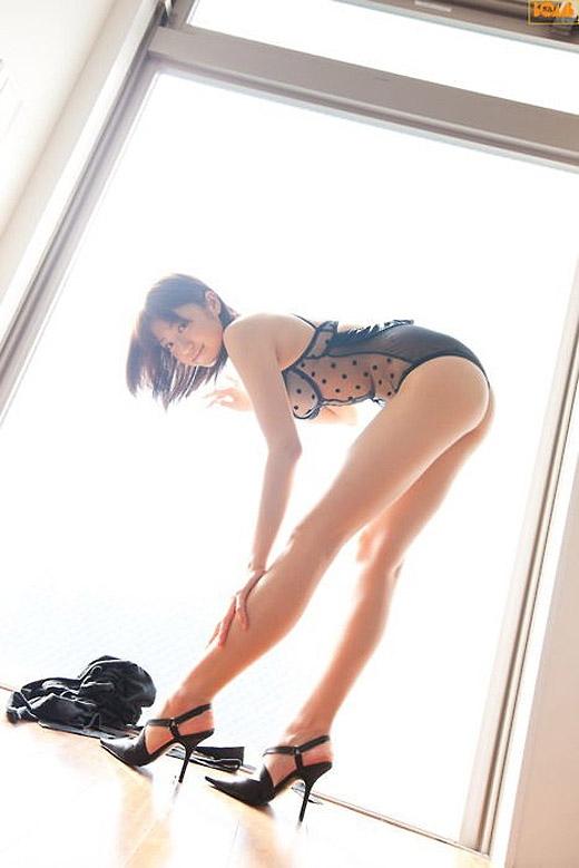 スラっと綺麗な美脚ってたまらんエロ画像03