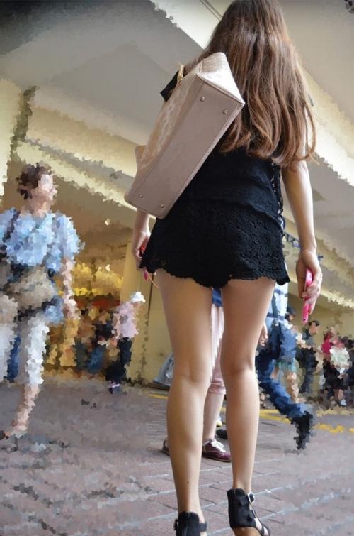生脚のお姉さんがいる街撮りエロ画像08