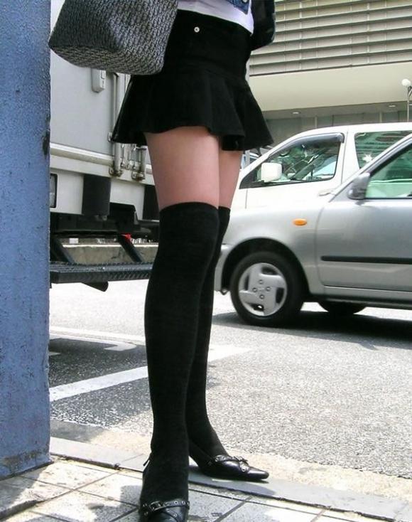 一級品の太もも美女の街撮りエロ画像06