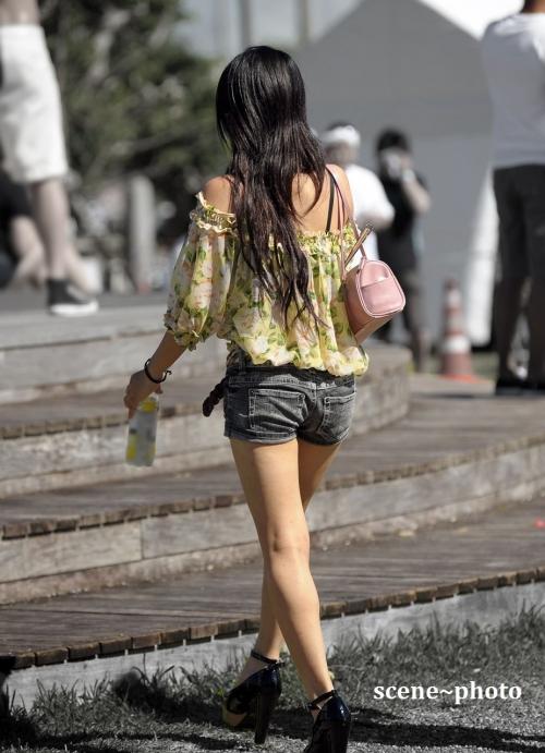 街中で素人女性のリアル透けブラ街撮りエロ画像06