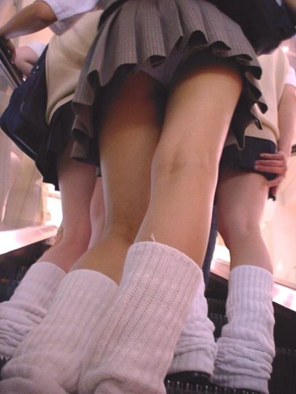 ワレメに食い込む女子校生のパンチラエロ画像06