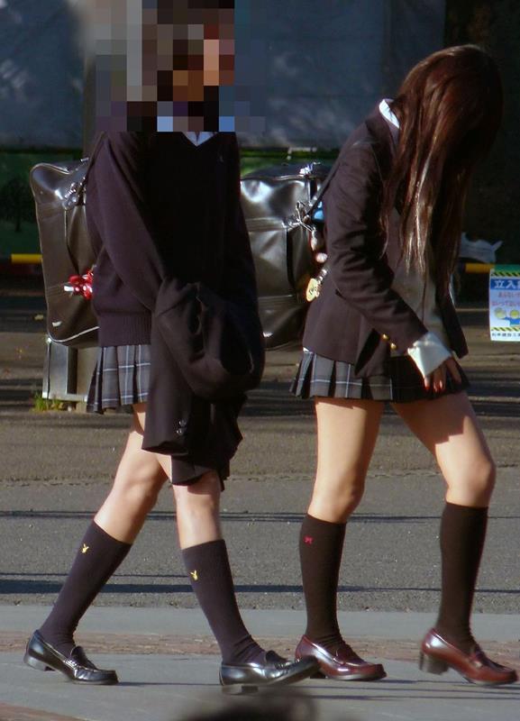 女子校生たちの美脚が堪らない街撮りエロ画像19
