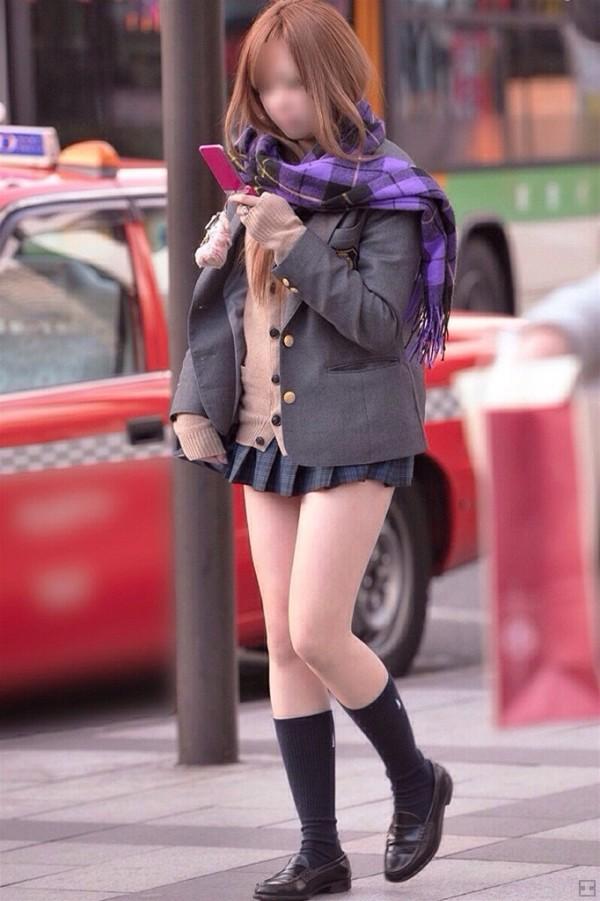 女子校生たちの美脚が堪らない街撮りエロ画像11