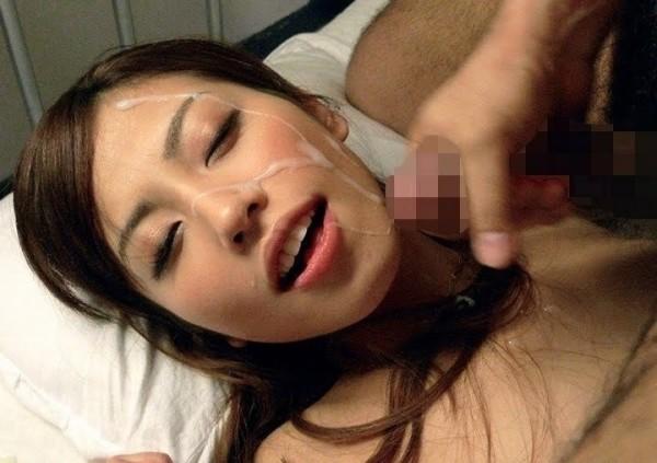 顔射されてる可愛い女子のエロ画像11