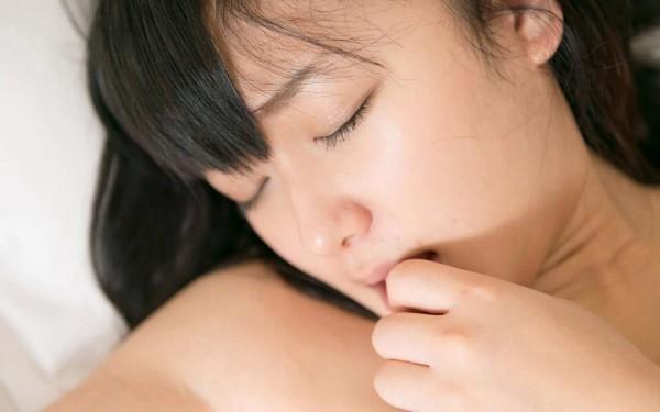 喘ぎまくってる美人の女の子のエロ画像17