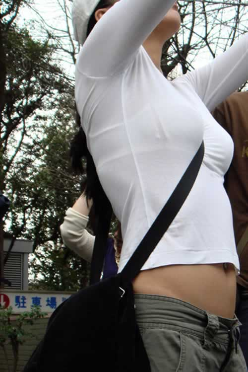 透けブラの街撮りエロ画像05