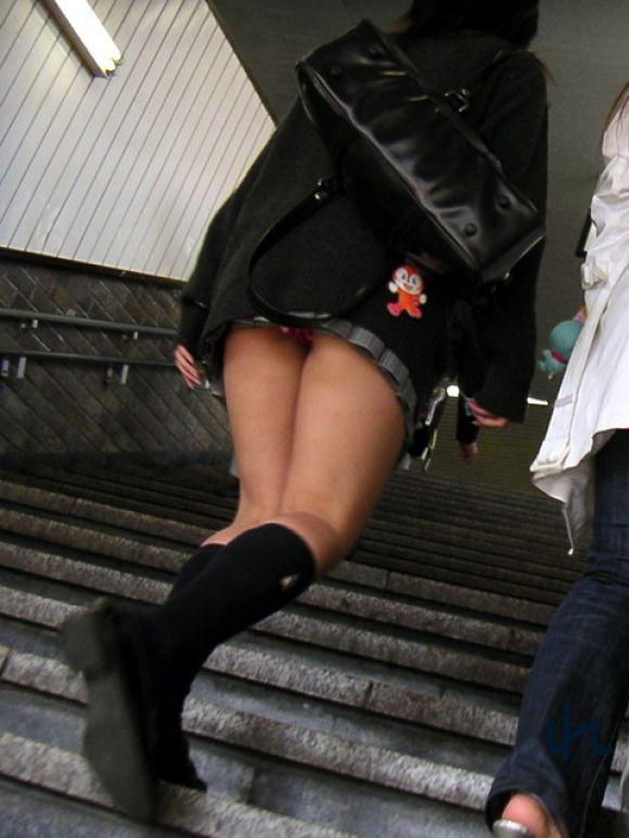 JKのミニスカパンチラ街撮りエロ画像09