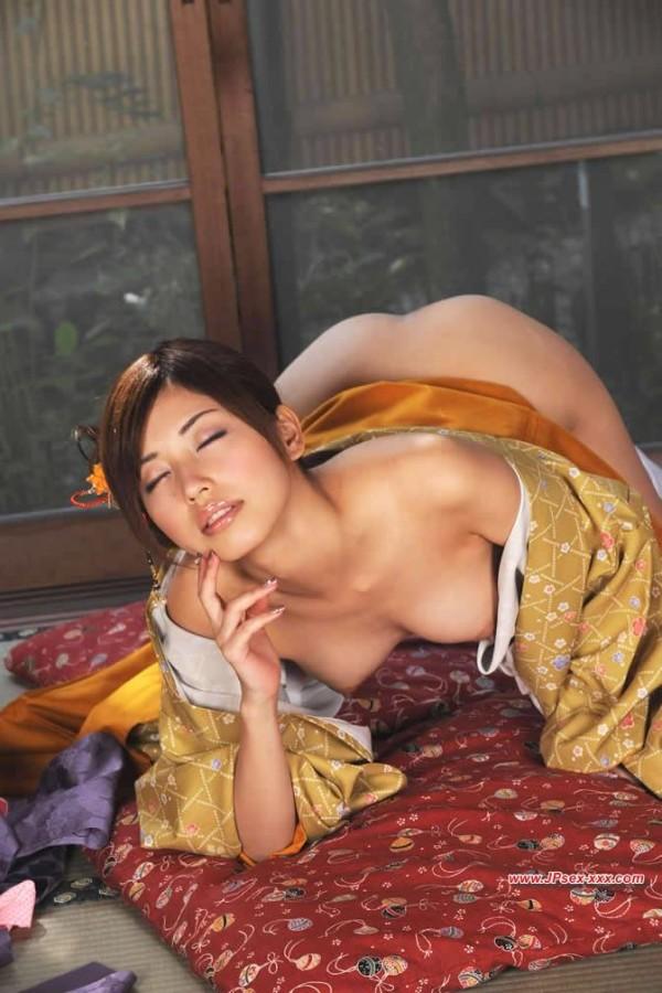 着物とか着てる純日本人って感じのエロ画像01