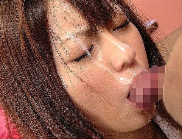 顔射されてる可愛い女子のエロ画像01