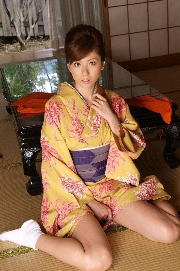 着物とか着てる純日本人って感じのエロ画像14