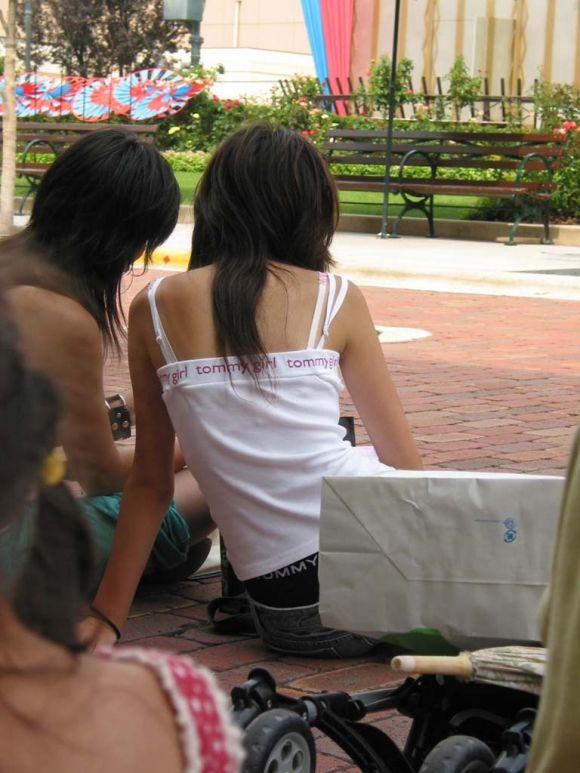 お姉さんの下着姿が悩ましい街撮りエロ画像12