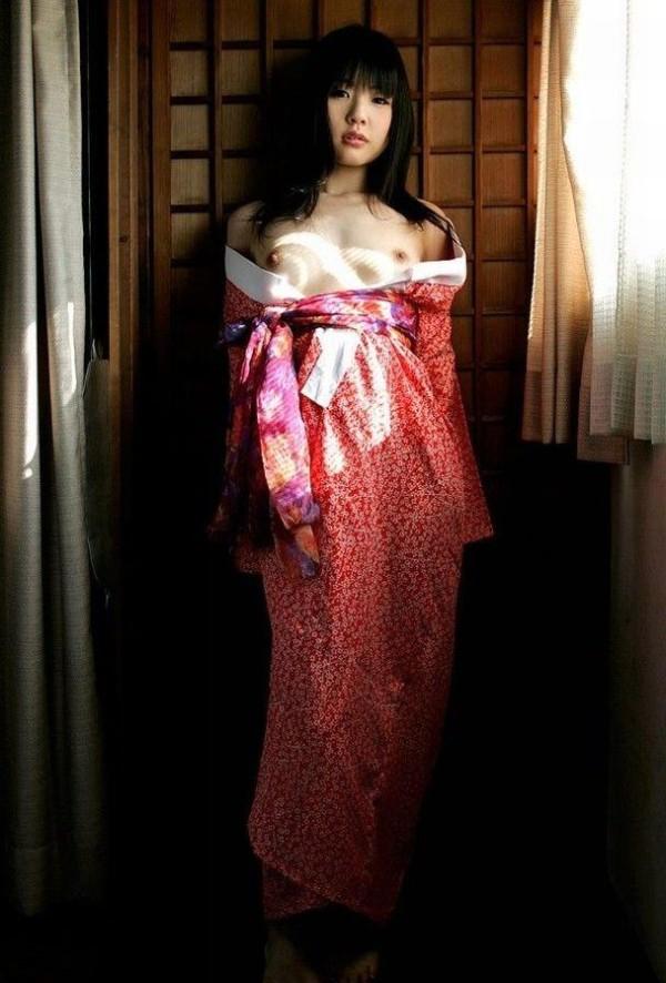 着物や和服でコスプレしてるエロ画像12