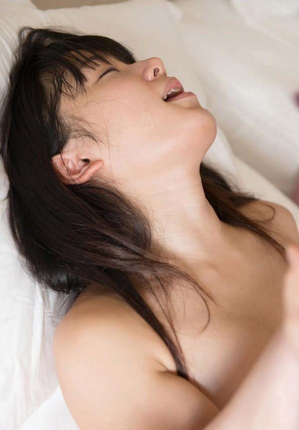 喘ぎまくってる美人の女の子のエロ画像16