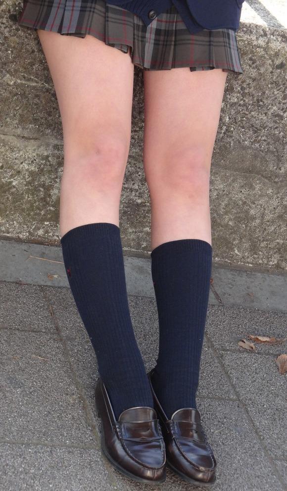 女子校生たちの美脚が堪らない街撮りエロ画像10