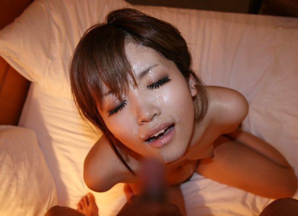 顔射されてる可愛い女子のエロ画像10