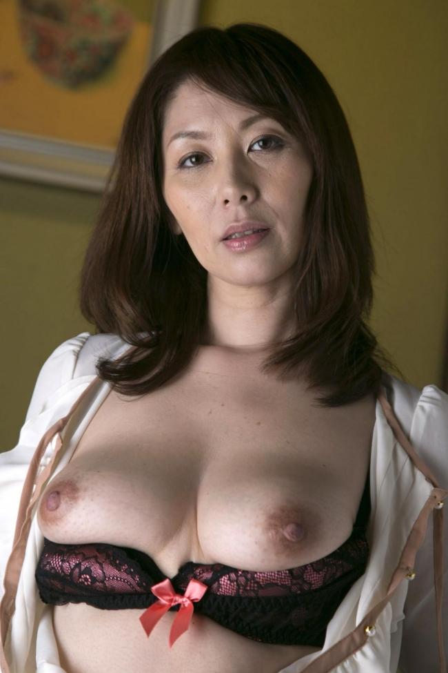 むちむち巨乳熟女エロ画像03
