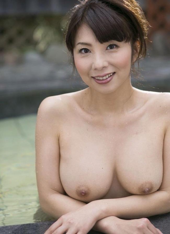 むちむち巨乳熟女エロ画像11