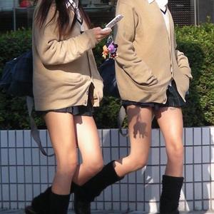 (街撮り10代小娘えろ写真) 10代小娘のぽちゃ生太ももにムラムラする☆☆☆