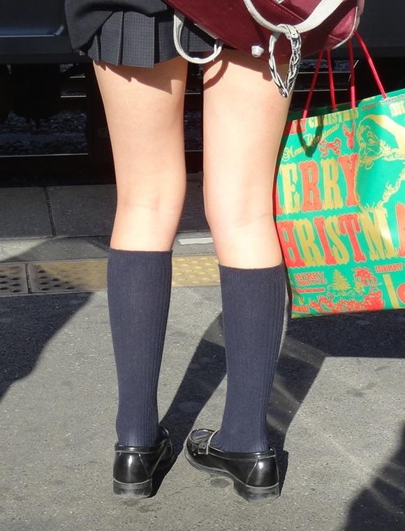 女子校生たちの美脚が堪らない街撮りエロ画像08