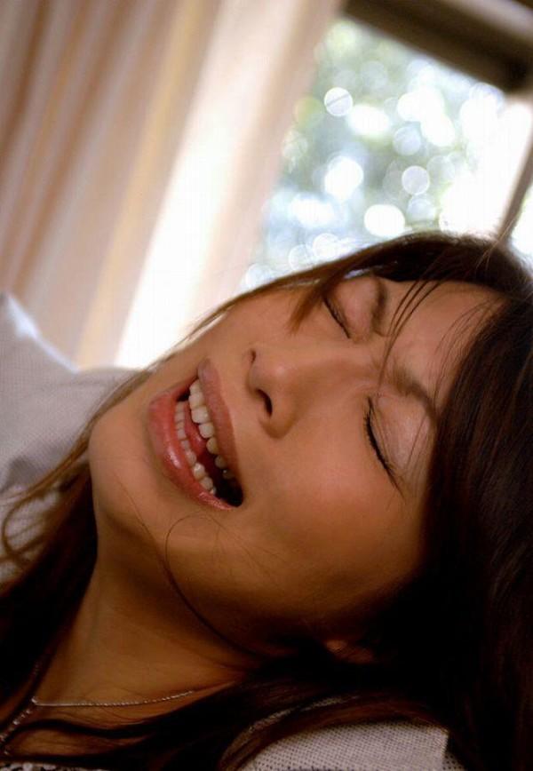 喘ぎまくってる美人の女の子のエロ画像06