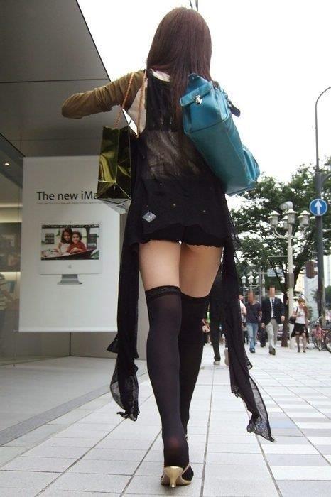 ミニスカお姉さんの美脚エロ画像09