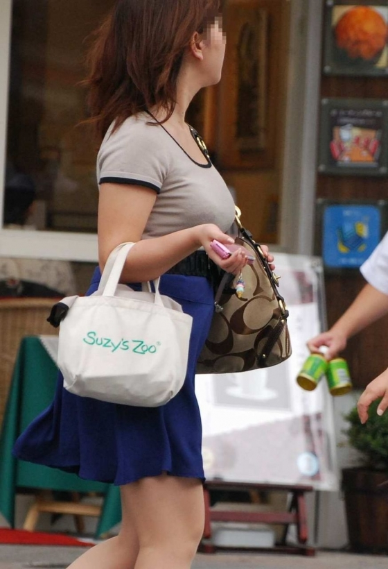 透けブラしてる素人を街撮り盗撮してるエロ画像05