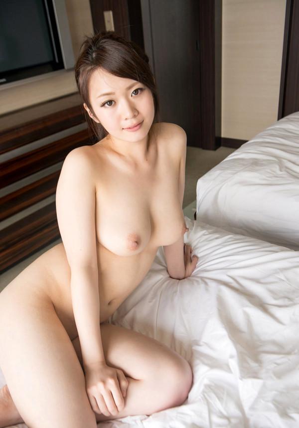 裸がイヤらしく見えるエロ画像02