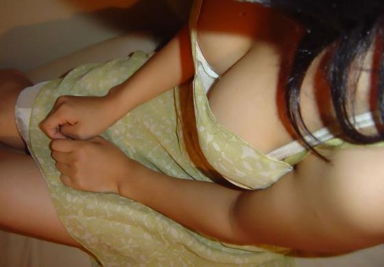 綺麗なお姉さんの胸チラ盗撮エロ画像12