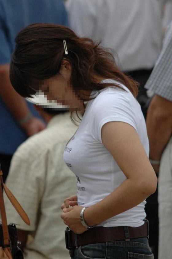 透けブラしてる素人を街撮り盗撮してるエロ画像12