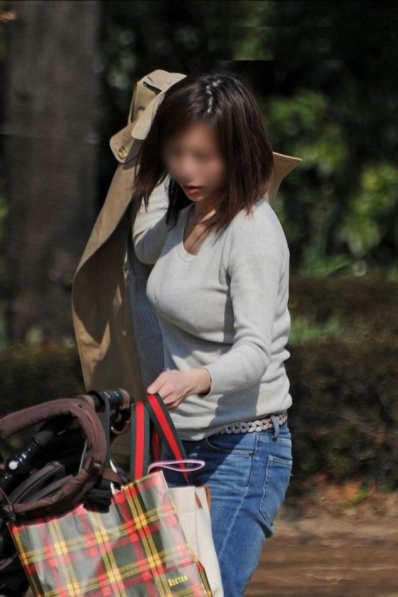 透けブラしてる素人を街撮り盗撮してるエロ画像13