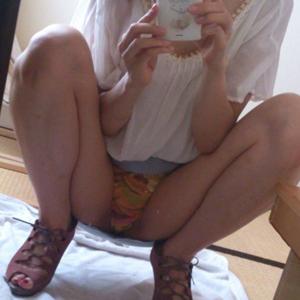 (シロウト自撮りえろ写真)シロウト小娘たちが自分の裸を見て欲しくて、自撮りぬーどを公開☆☆☆