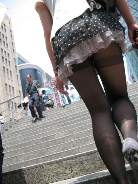 これは反応しちゃう街撮り美脚エロ画像10