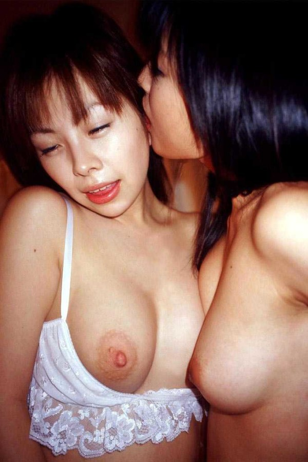 レズセックスの魅力を感じられるエロ画像10