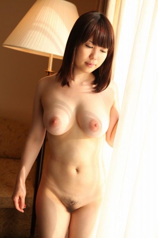 裸がイヤらしく見えるエロ画像07