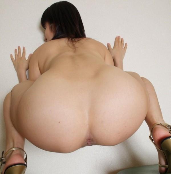 肛門をモロ見せしてるアナルエロ画像03