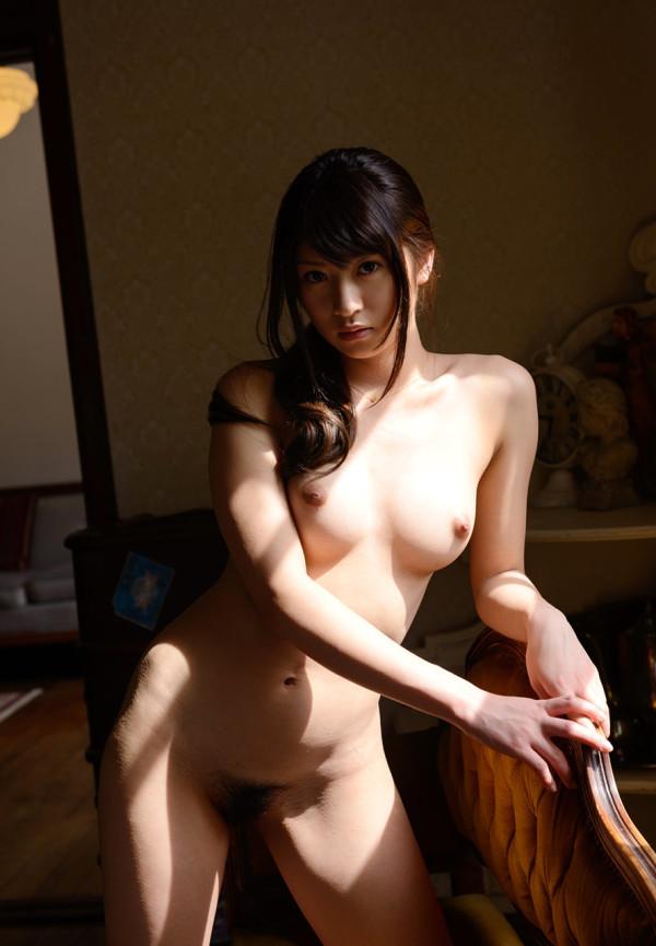 裸がイヤらしく見えるエロ画像03