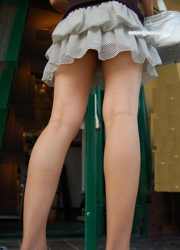ミニスカお姉さんの美脚エロ画像08