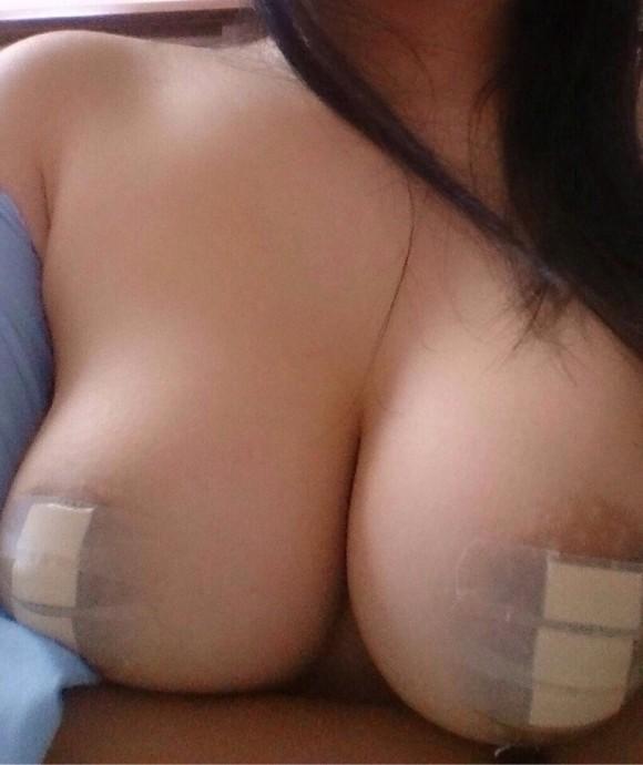 乳首絆創膏エロ画像22