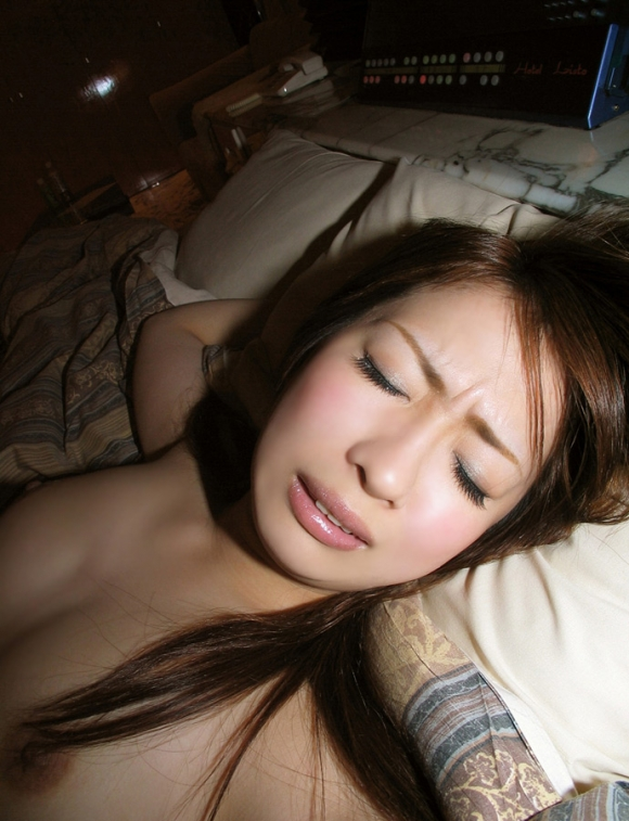 素人イキ顔エロ画像19