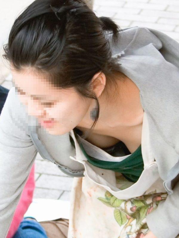 胸チラエロ画像11