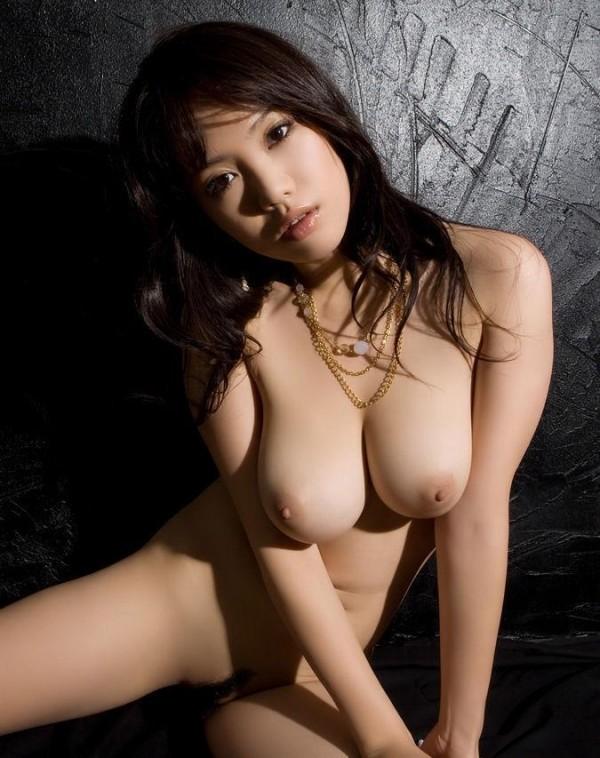 美人巨乳エロ画像11