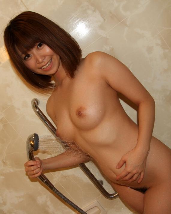 シャワー浴びている女子のエロ画像17