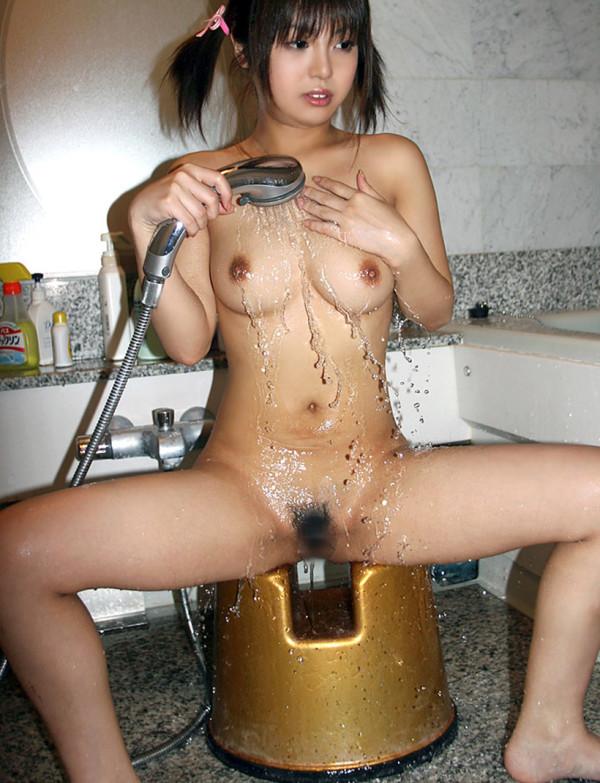 シャワー浴びている女子のエロ画像15