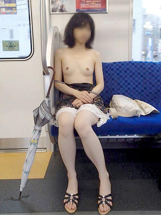 露出素人エロ画像4