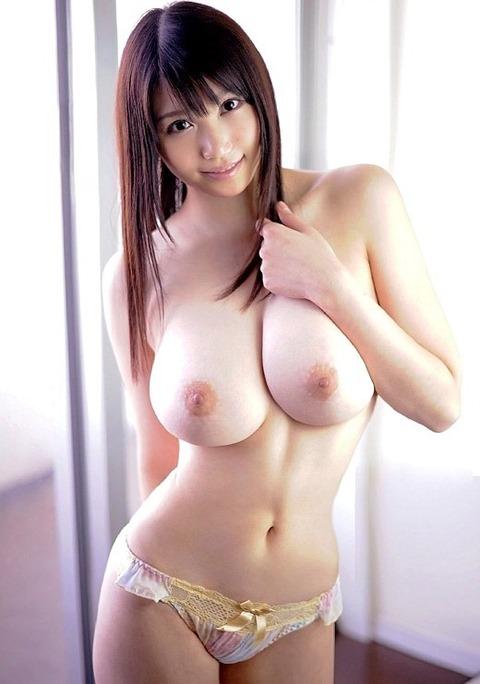 美人巨乳エロ画像1