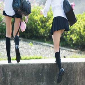 (10代小娘えろ写真)10代小娘の太ももにドキドキが収まらず秘密撮影してしまった☆