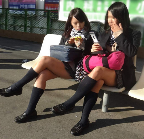 (10代小娘えろ写真)女子校がたくさんある地域の列車に乗ったらすっげー良いもんが撮れたwwwwww