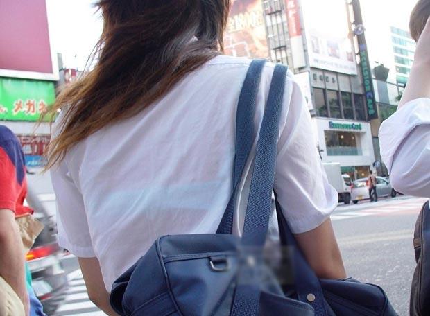 (シロウト えろ写真)絶対に夏が待ち遠しくなるシロウト10代小娘の背中透けブラがえろいwwwwww