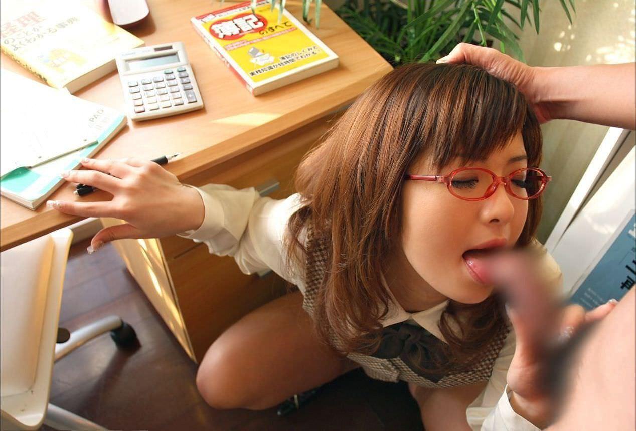 glasses_giri_fellatio-2021-003